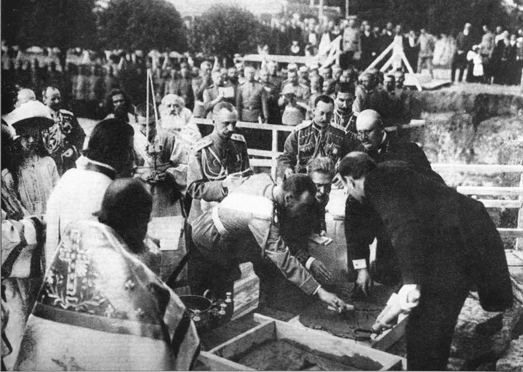 Государь полагает закладной камень в основание Феодоровского Государева собора